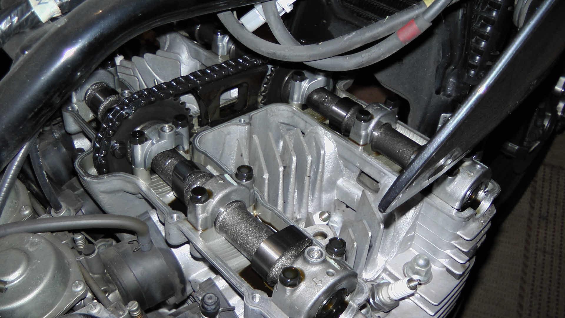 Wanneer kleppen stellen motor